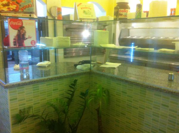 Pizzeria i due compari arredamenti per bar negozi e for Arredamenti per locali commerciali
