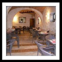 Pizzeria la volpe e l 39 uva arredamenti per bar negozi e for Arredamenti per locali commerciali